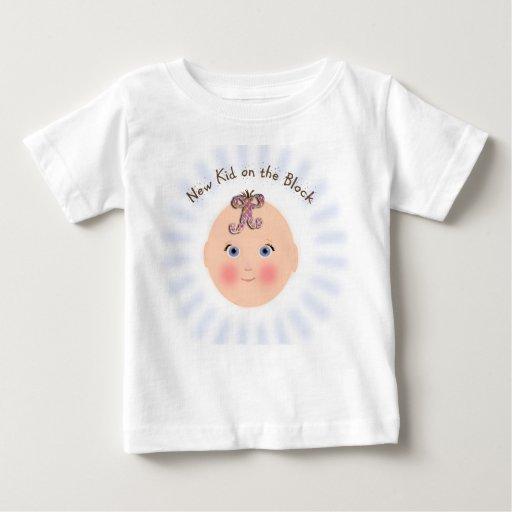 Nuevo niño en la camiseta del bebé del bloque remeras