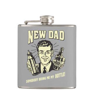 Nuevo papá: Alguien me trae mi botella Petaca
