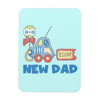 Nuevo papá del coche es regalos de un muchacho imanes