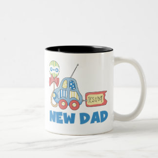 Nuevo papá del coche es un muchacho taza