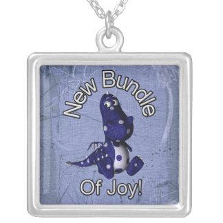 Nuevo paquete de alegría con el fondo azul del colgante cuadrado