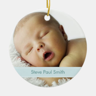 Nuevo recuerdo del nacimiento del bebé de la foto adorno redondo de cerámica