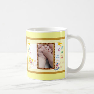 Nuevo sistema agradable del bebé o del chica taza de café