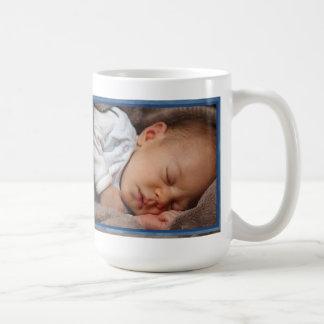 Nuevo tío personalizado tía del bebé/del abuelo… taza básica blanca