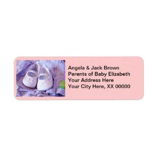 Nuevos botines de encargo del bebé de las etiqueta de remite