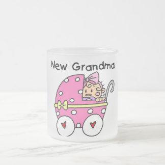 Nuevos camisetas y regalos de la abuela de la niña taza cristal mate