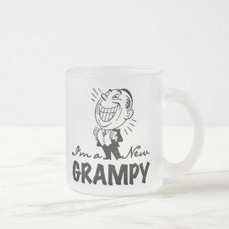 Nuevos camisetas y regalos sonrientes de Grampy Taza