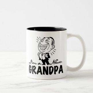 Nuevos camisetas y regalos sonrientes del abuelo taza