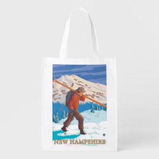 Nuevos esquís que llevan de HampshireSkier Bolsas De La Compra