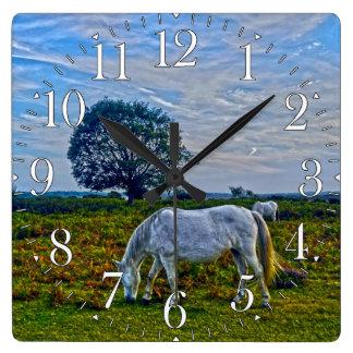 Nuevos potros blancos raros del bosque, caballos s reloj de pared