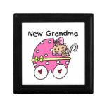 Nuevos regalos de la abuela de la niña cajas de regalo