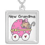 Nuevos regalos de la abuela de la niña grimpola
