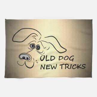 Nuevos trucos del perro viejo toalla de mano