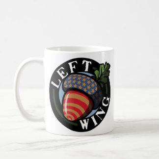 Nuez de izquierda taza de café