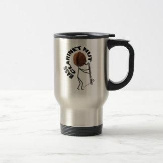 Nuez del clarinete bajo taza de café