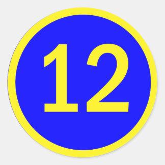 número 12 en un círculo pegatina redonda