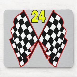 Número 24 y banderas a cuadros alfombrillas de ratones