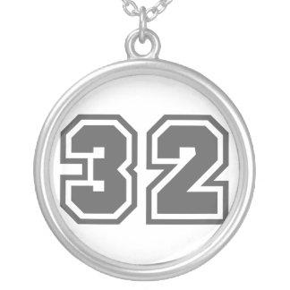 Número 32 colgante redondo