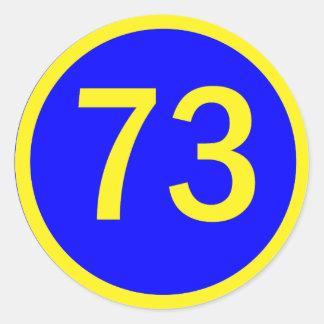 número 73 en un círculo etiqueta