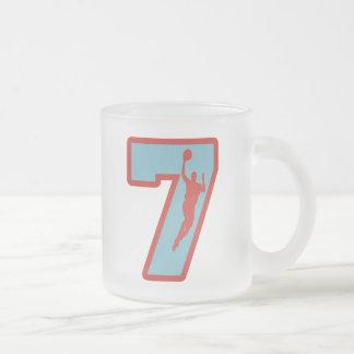 Número 7 y jugador de básquet tazas