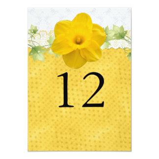 """Número amarillo de la tabla del boda del narciso invitación 4.5"""" x 6.25"""""""
