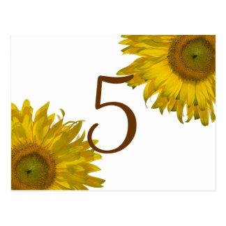 Número amarillo de la tabla del girasol postales