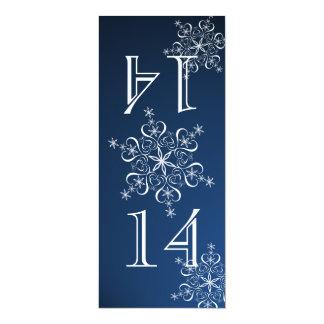 """Número azul de la tabla de los copos de nieve invitación 4"""" x 9.25"""""""