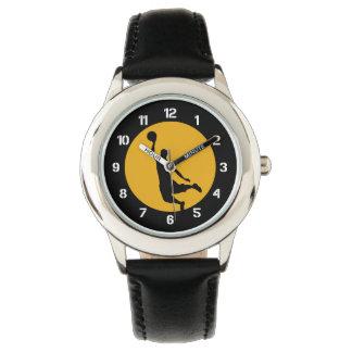 Número de la clavada del baloncesto del oro reloj