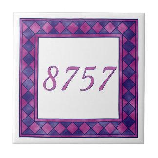 Número de pequeña casa rosado y púrpura a cuadros azulejo cuadrado pequeño