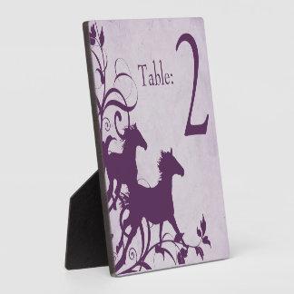 Número ecuestre púrpura de la tabla del caballo placas con foto