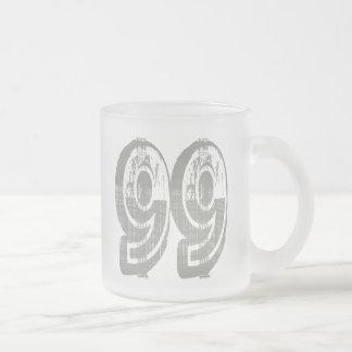 Número erosionado 99 taza