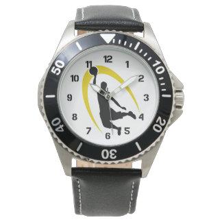 Número negro del logotipo del baloncesto del oro reloj