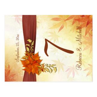 Número otoñal de la tabla de las hojas postal