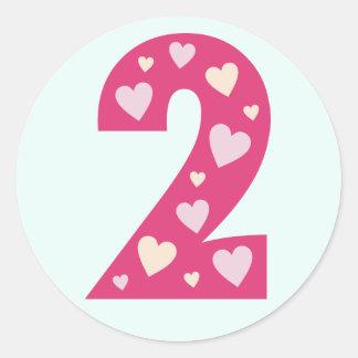Número rosado feliz de los corazones 2 pegatinas d etiqueta redonda