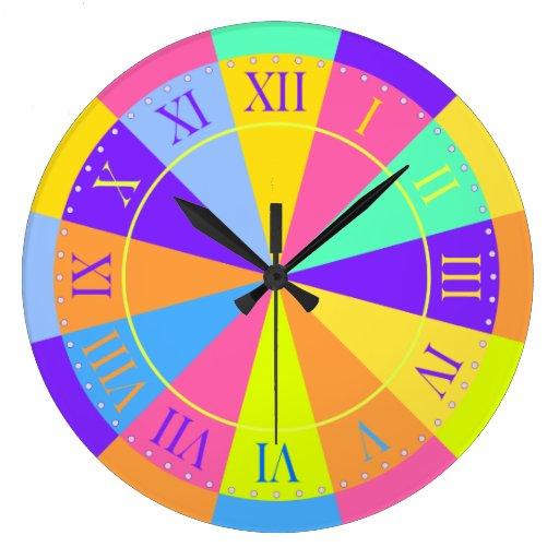Números romanos grandes vibrantes de la rueda de reloj redondo grande