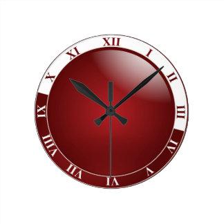 Números romanos rojo oscuro y blancos reloj redondo mediano