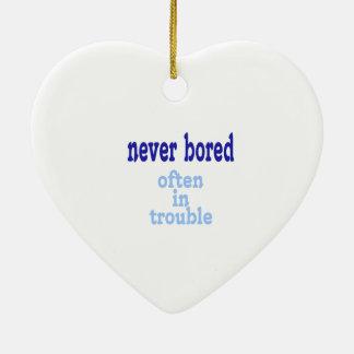 Nunca agujereado, a menudo en problema adorno navideño de cerámica en forma de corazón