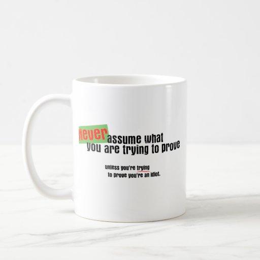 Nunca asuma taza clásica