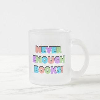 Nunca bastantes camisetas y regalos de los libros taza de café