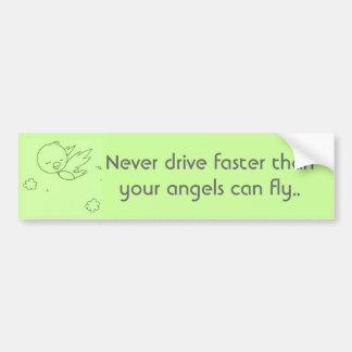 Nunca conduzca más rápidamente que sus ángeles. pegatina de parachoque