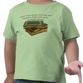 Nunca confíe en a cualquier persona que no ha traí camiseta