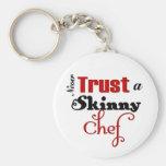 Nunca confíe en a un cocinero flaco llavero personalizado