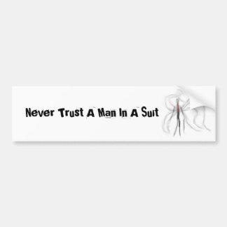 Nunca confíe en a un hombre en una pegatina para e etiqueta de parachoque