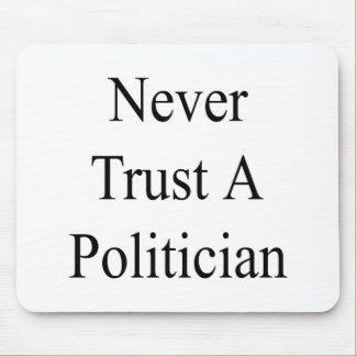 Nunca confíe en a un político alfombrilla de ratones