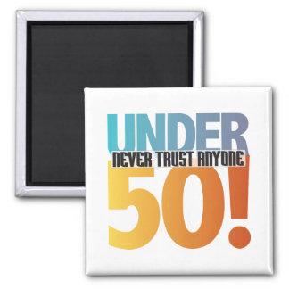 ¡Nunca confíe en cualquier persona debajo de 50! Imán Cuadrado