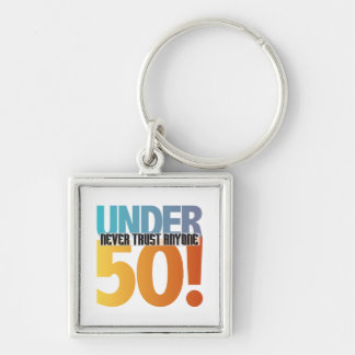 ¡Nunca confíe en cualquier persona debajo de 50! Llavero Cuadrado Plateado