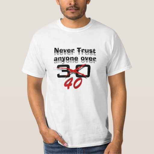 Nunca confíe en cualquier persona sobre 40 playeras
