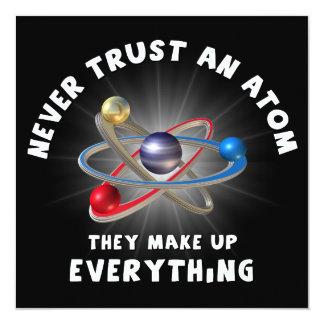 """Nunca confíe en el átomo invitación 5.25"""" x 5.25"""""""