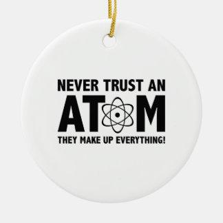 Nunca confíe en un átomo Componen todo Ornamentos De Reyes Magos