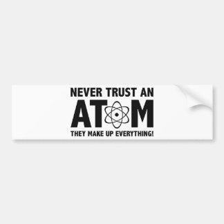 Nunca confíe en un átomo. Componen todo Pegatina Para Auto